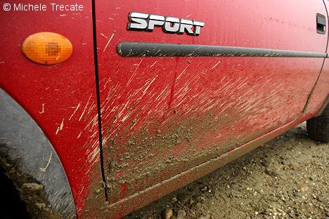 auto sporca di fango