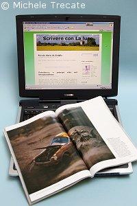 Il notebook dell'autore del messaggio con sopra una copia della rivista National Geographic aperta alla pagina in cui si trova una foto realizzata da David Burnett